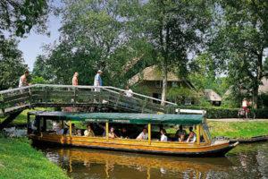 Folklore klederdrachten en varen in Giethoorn
